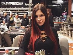 Как Лия Новикова открывает сундуки PokerStars