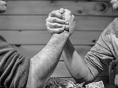 Новое покерное пари: 100 000$ за месяц изоляции в ванной