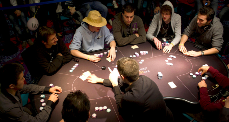 Покеристы за столом