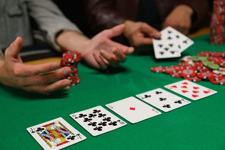 Как играть в покер против везунчиков