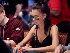 Красота спасет мир: фото покеристок на WSOP 2018
