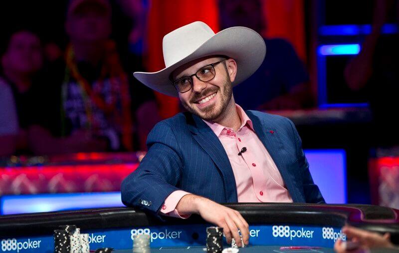 Дэн Смит в ковбойской шляпе Дойла Брансона