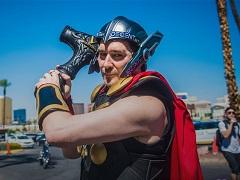 Фил Хельмут явился на WSOP ME 2018 в костюме Тора