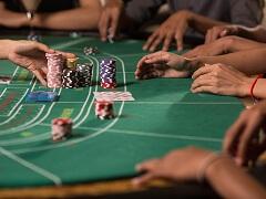 Дилер помог выиграть игрокам 1 000 000$ в казино