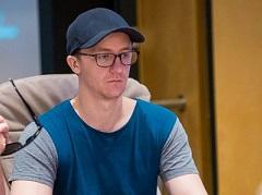 Австралиец Бернс лидирует в турнире хайроллеров на WSOPE 2019