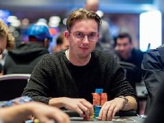 Литовский покерист лидирует в Главном Событии на WSOPE