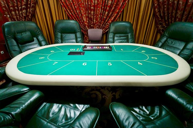 Лучшее место за покерным столом