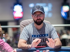 Negreanu supports presidential candidate who intends to legalize poker in the USA