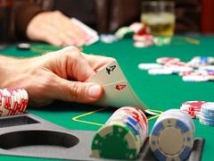 Офицер ВМФ США украл у правительства 2 700 000$ для игры в покер