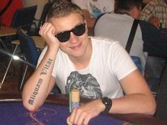 Роман Романовский выиграл 131 000$ в воскресном турнире, но проиграл пари шведам