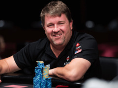 Chris Moneymaker plays poker on the Stones Live stream