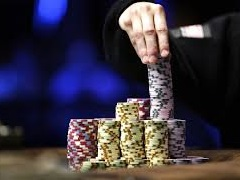 В Сингапуре дилер украл фишками из казино 57 000$