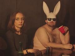 Блогерша сняла пародию на скандальное видео Дэна Кейтса
