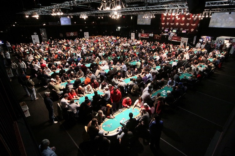серии онлайн-турниров по покеру