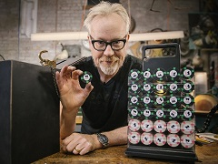 Adam Savage reconstructed a poker chip set from «Rounders»