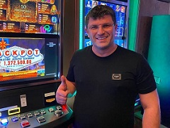 Цукерник выиграл 1 500 000$ на слотах