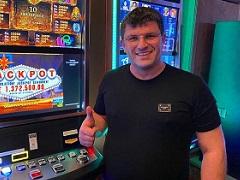 Leon Tsoukernik won $1 500 000 on slots
