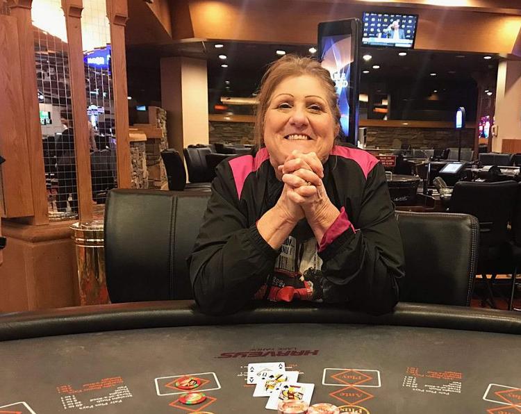 Казино лаки флэш играть в карты на раздевание в покер