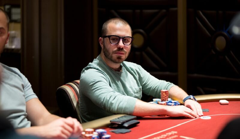 Дэн Смит чип-лидер турнира хайроллеров