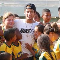 Неймар и PokerStars помогли детям Бразилии