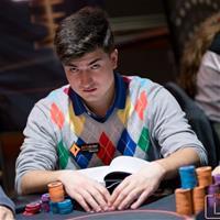 Что читает Дмитрий Урбанович, играя в покер?