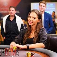 Даша Фещенко: «Стрим на сегодня окончен - я уронила компьютерный стол»
