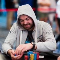 """Денис """"Flat"""" Тимофеев лидирует в финальной 12-ке Main Event PokerStars Championship Panama"""
