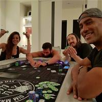 Билзерян вместе с Абернати, Аоки и Перкинсом играет в покер