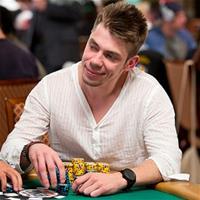 Украинец лидирует во WSOP 1 500$ NLH