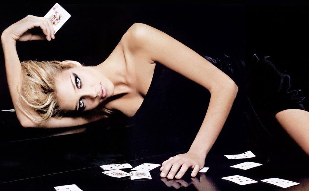 Женщины должны играть в покер лучше мужчин?