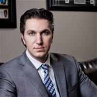 Экс-директора Amaya Дэвида Баазова обвиняют в политических махинациях