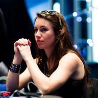 Мнение народа: девушки играют в покер не хуже парней